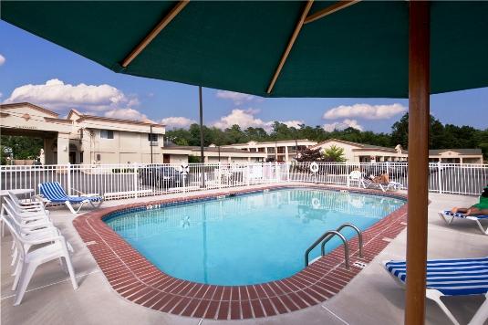 Seasonal Pool with Amazing Sun Deck - Quality Inn